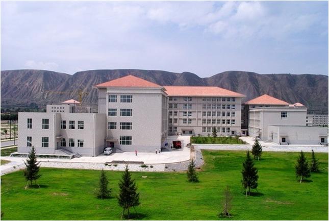 西北民族大学榆中校区公共教学楼.png